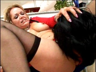 Horny mature Kelly Leigh eating man meat